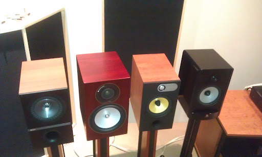 kef q300. beauty is only skin deep as the saying go. i must admit also love way kef q300 looks, traditional yet modern, unique in a way. kef